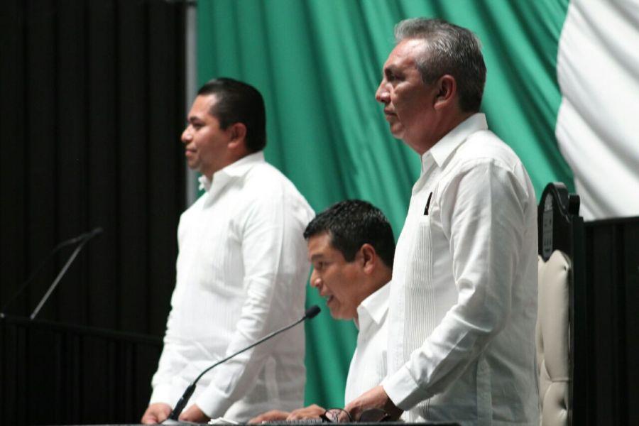 COMISIÓN INSTALADORA: Fernando Zelaya Espinoza, del PAN, como presidente (centro); Ramón Javier Padilla Balam, de la alianza PRI-PVEM-Panal, como vicepresidente y Emiliano Ramos, del PRD, como secretario.