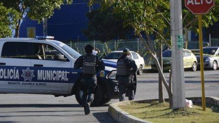 Un-pistolero-y-dos-trabajadores-muertos-en-ataque-contra-fiscalía-de-Cancún