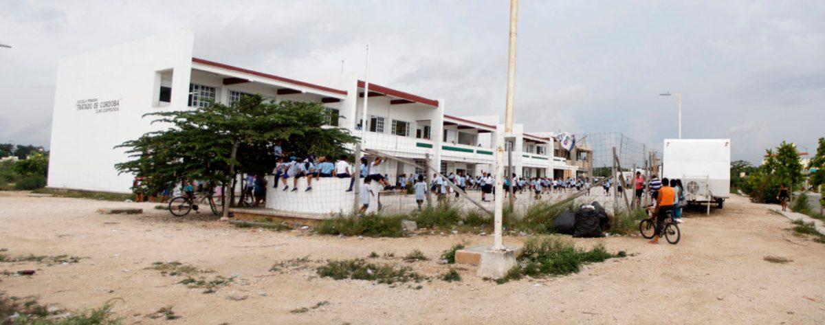 A cuentagotas va llegando el mobiliario a escuelas públicas, a pesar de llevar dos semana de clases