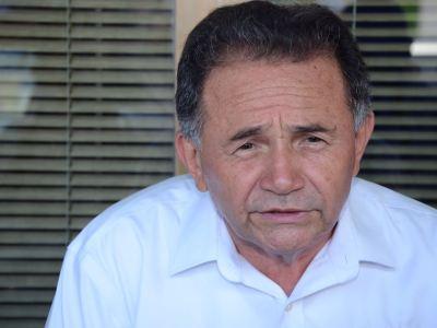 """LE RECLAMAN SUMA DE PRIISTAS Y SALE POR PIERNAS: Increpan morenistas a José Luis Pech en reunión en Chetumal; """"huye porque sabe que tenemos razón"""", denuncian"""