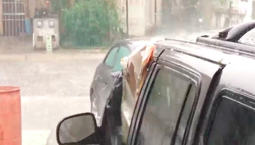 Desvían vuelos por lluvias y granizada en Cancún