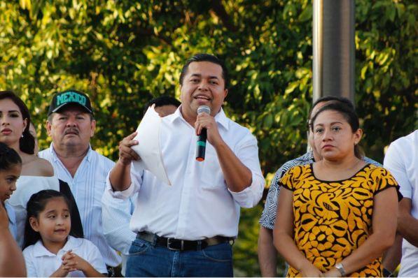 """Salvador Alzayacatl Ramos Hernández es uno de los perredistas que se inconformaron con la designación de candidatos en Quintana Roo. En su caso el reprueba la unción de José Luis """"Chanito"""" Toledo como abanderado de la coalición PAN-PRD-MC para presidir Benito Juárez."""