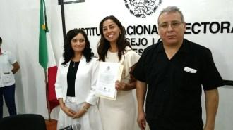 Maribel Villegas Canché, al centro.