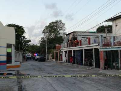 Hallan a dos personas maniatadas y asesinadas en la Ruta 5 de Cancún
