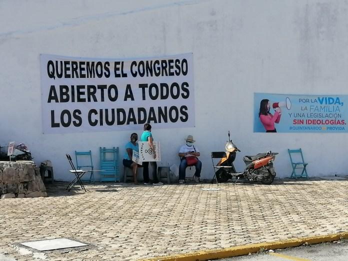 RESGUARDAN POLICÍAS INSTALACIONES DEL CONGRESO: Grupos provida y feministas  realizarán actividades a la entrada del inmueble ante inicio de  dictaminación de iniciativa sobre el aborto   Noticaribe