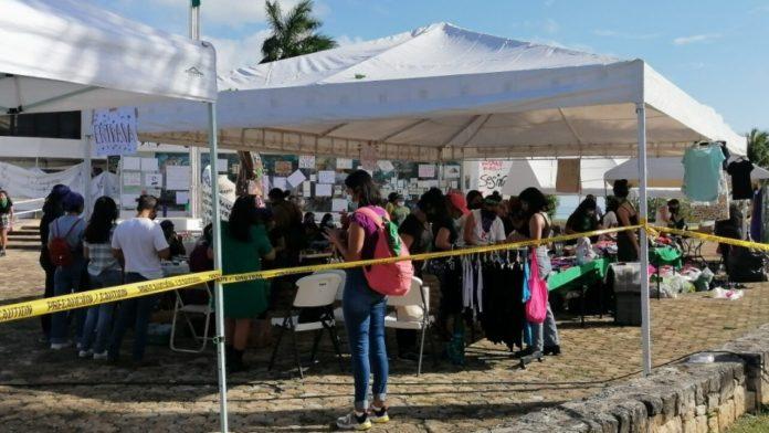 CONGRESO, BAJO EL 'FUEGO' DE DOS POSTURAS: Grupos religiosos y feministas  se instalan afuera del recinto legislativo, en espera del dictamen sobre el  aborto en QR   Noticaribe