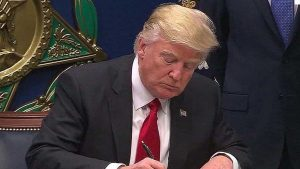 Trump respalda proyecto de ley sobre inmigración basado en méritos
