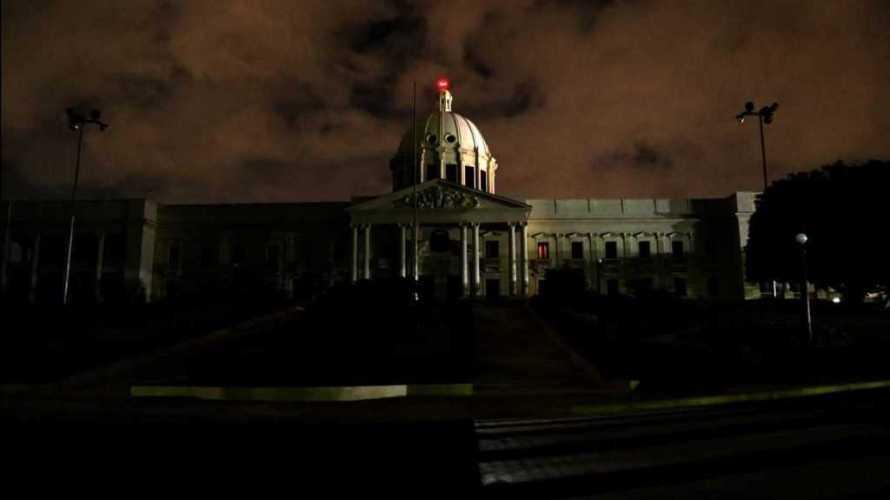 """Palacio Nacional apaga sus luces y se suma a """"La Hora del Planeta"""""""