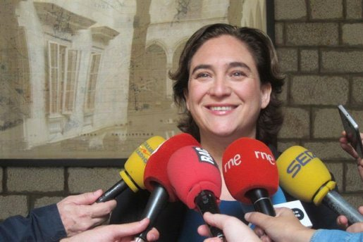 Alcaldesa Barcelona pide a Puigdemont que no declare unilateralmente independencia