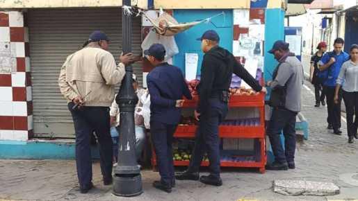 Ayuntamiento desaloja vendedores centro de Santiago
