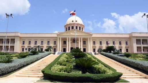 Danilo Medina coloca retira 235 miembros FF. AA. y P.N.