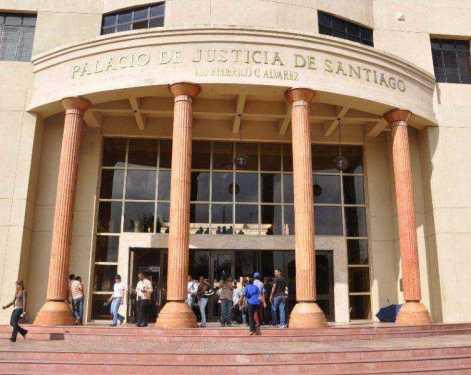 Santiago: Procesan tres hombres acusados de usurpar funciones