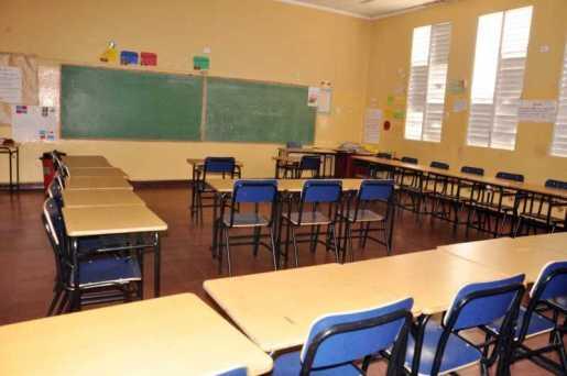 Profesores paran docencia por 24  horas