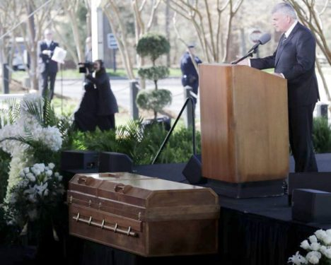 Sepultan restos del pastor Billy Graham