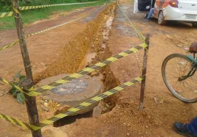 MORADORES DO BAIRRO MORADA DA LUA RECLAMAM DE OBRA MAL ACABADA DA EMBASA
