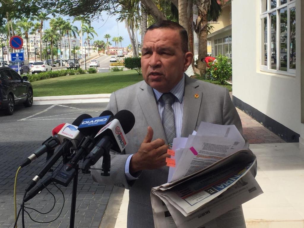 Endy Croes desmiente declaraciones de Mike Eman y Candelaria relacionado a reducción de presupuesto en cuido médico