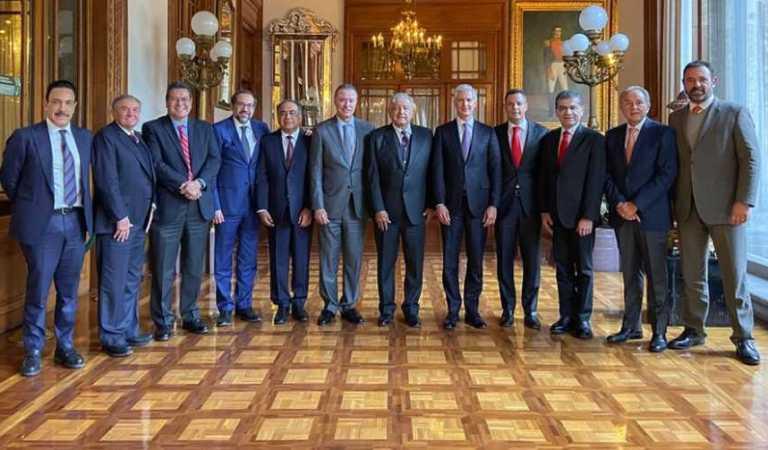 AMLO se reúne con gobernadores del PRI en Palacio Nacional