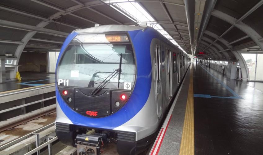 Trem da linha 5-Lilás Frota P Transporte público
