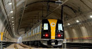 Trem da linha 4-Amarela transporte ferroviário Setembro Amarelo