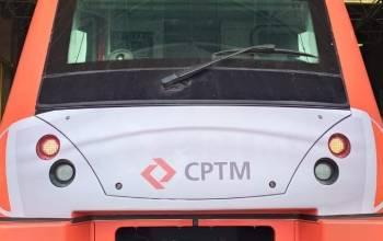 Trem da CPTM de máscaras