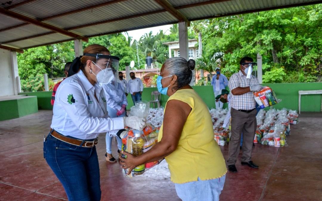 En Tamiahua 3 mil familias fueron beneficiadas con despensas de la canasta básica.