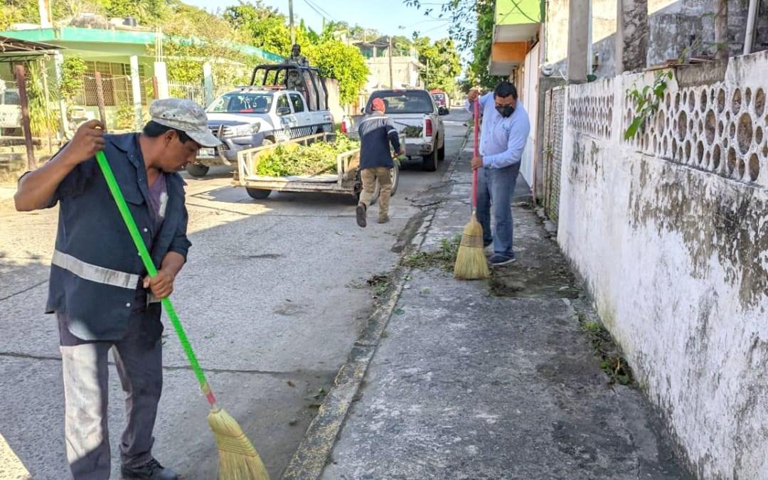 Gobierno de Tuxpan y ciudadanos trabajan juntos para embellecer el primer cuadro de la ciudad.