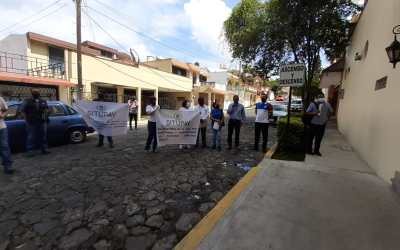 ¡Les deben!, maestros de la UPAV protestan por falta de pagos