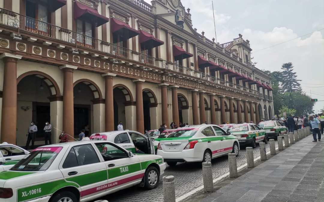 Taxistas arman caravana para apoyar al Gobernador Cuitláhuac García y a Morena