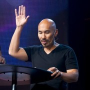 Famoso pastor diz que a igreja evangélica hoje não é a que Deus quer