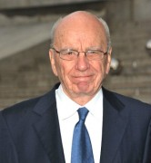 Rupert Murdoch, dono da maior publicadora de Bíblia do mundo, está envolvido em famoso escândalo de escutas ilegais