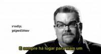 Traduzido para o português, vídeo que incentiva pessoas a irem à igreja vira hit. Assista