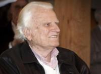 Evangelista Billy Graham recebe alta depois de tratamento contra bronquite e infecção nos pulmões