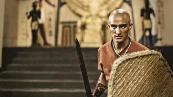 Soldado do faraó se prepara para uma batalha