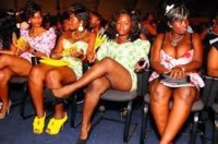 """Pastor proíbe mulheres de usarem roupas íntimas durante os cultos para """"sentirem-se mais perto de Deus"""""""