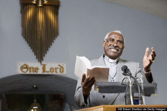 Pastores ou pregadores não podem fazer piadas do púlpito durante os cultos