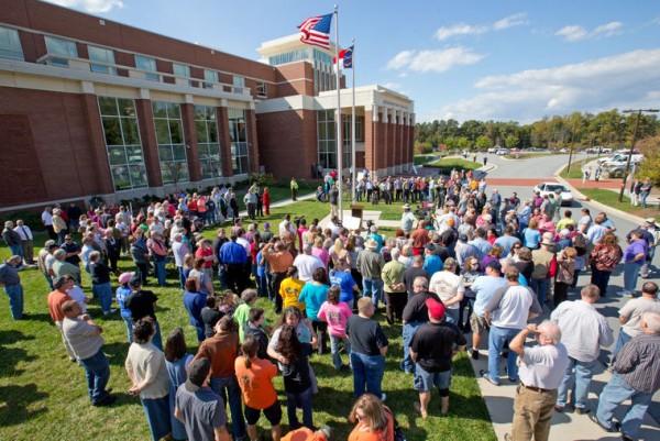 Manifestação em apoio ao juiz reuniu centenas de pessoas
