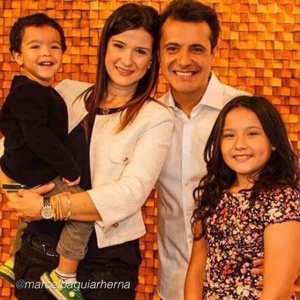 Marcelo Aguiar, a esposa Paula e os filhos. (Foto: Instagram pessoal do pastor)