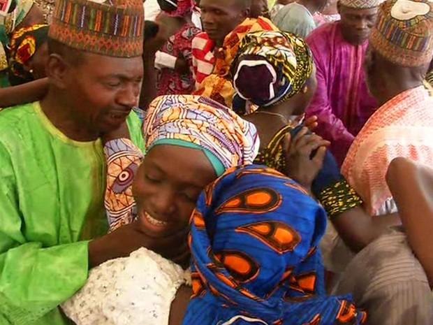 Grupo de meninas cristãs sequestradas pelo Boko Haram há 2 anos é libertado na Nigéria
