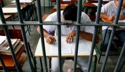 Resultado de imagem para Professor inova ao lecionar história para presos com a Bíblia e vence prêmio de educação