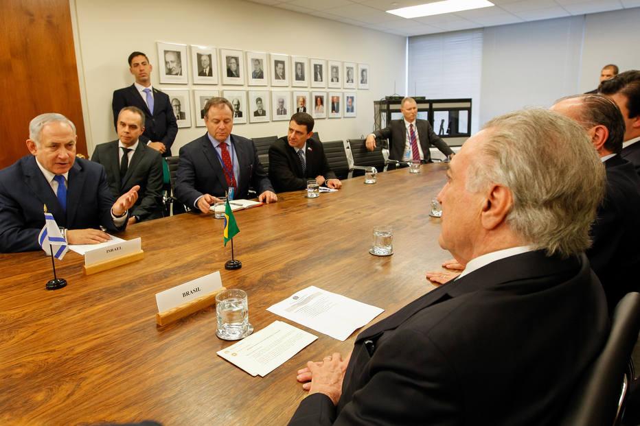 Primeiro-ministro israelense é interrogado por caso de corrupção