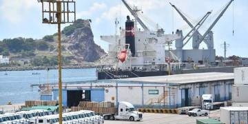 Llega al puerto de Mazatlán carga suelta desde zona asiática