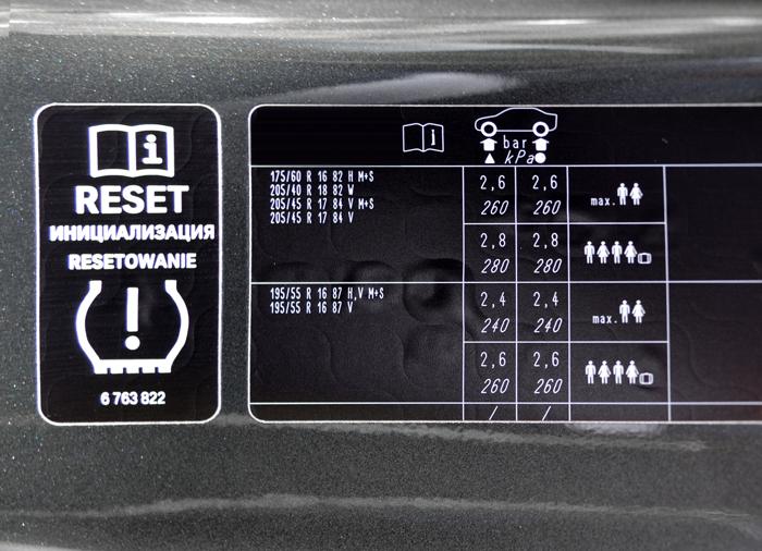 llanta-etiqueta-presion-llantas-puerta2