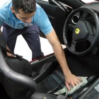 ¿Cómo quitar el chicle del asiento del coche?