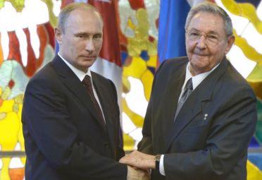 Vladimir Putin y Raúl Castro.