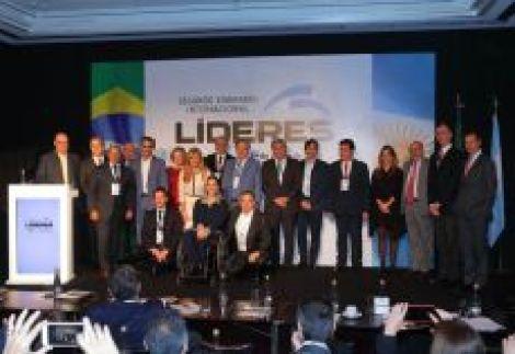Los expositores empresarios y diplomáticos reciben a la Vicepresidente de la Nacion Lic. Gabriela Michetti.