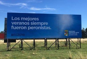 """Resultado de imagen para Polémico cartel en la ruta 2, cerca de Monte Hermoso: """"Los mejores veranos siempre fueron peronistas"""""""