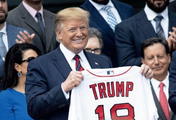 En campaña, Donald Trump saca chapa