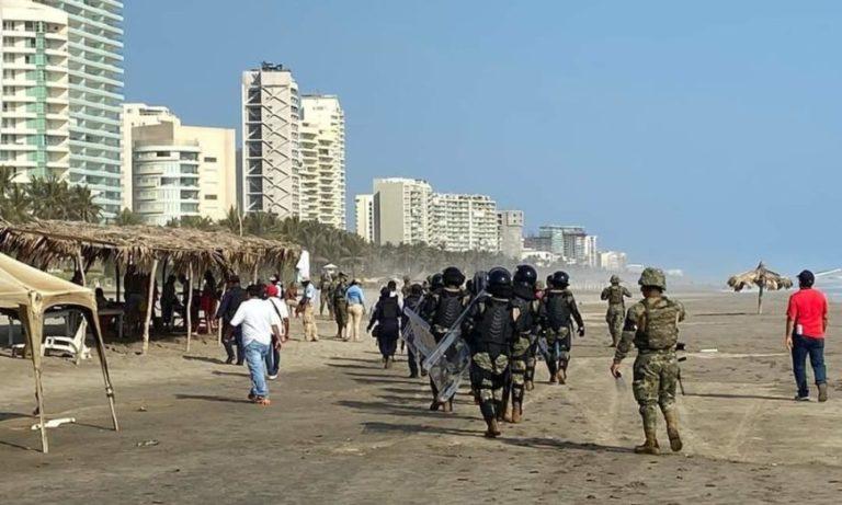 Turistas son desalojados de playas de Acapulco por la SEMAR 1
