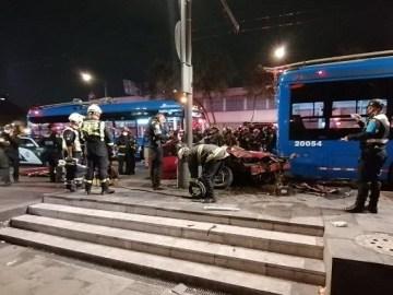 Dos personas fallecen en choque cerca de Plaza Garibaldi 8
