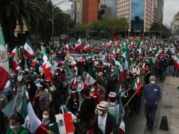 Llega al Zócalo capitalino marcha de FRENAAA 1